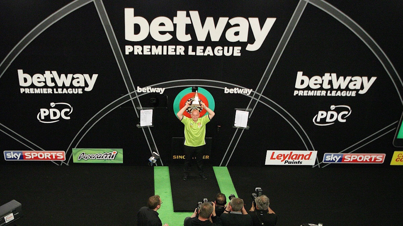 BETWAY PREMIER LEAGUE DARTS 2016 PLAY OFF FINALS O2 ARENA LONDON PIC;LAWRENCE LUSTIG FINAL PHIL TAYLOR V MICHAEL VAN GERWEN MICHAEL VAN GERWEN WINS