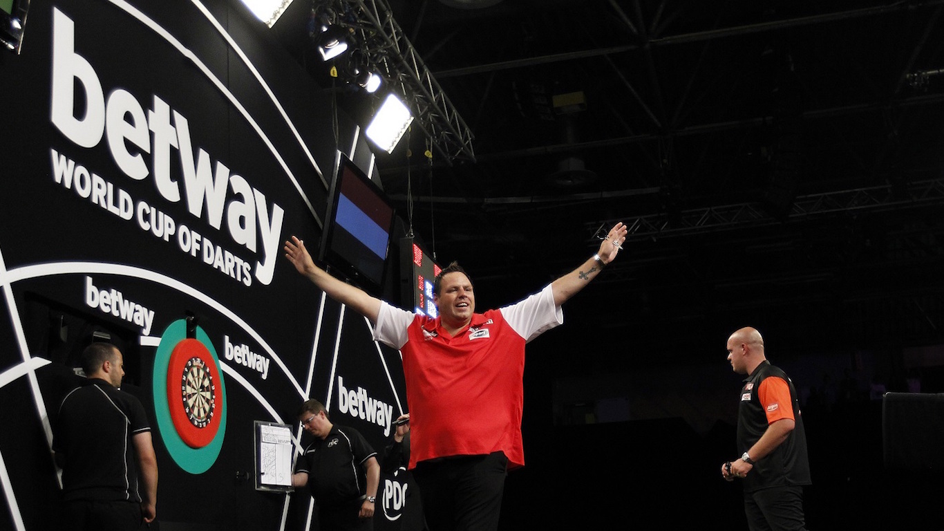 BETWAY WORLD CUP OF DARTS 2016 EIS SPORTS HALLE,FRANKFURT,GERMANY PIC;LAWRENCE LUSTIG FINAL ENGLAND(PHIL TAYLOR & ADRIAN LEWIS) V NETHERLANDS(RAYMOND VAN BARNEVELD & MICHAEL VAN GERWEN) ENGLAND WIN WORLD CUP AS ADRIAN LEWIS HITS THE WINNING DOUBLE