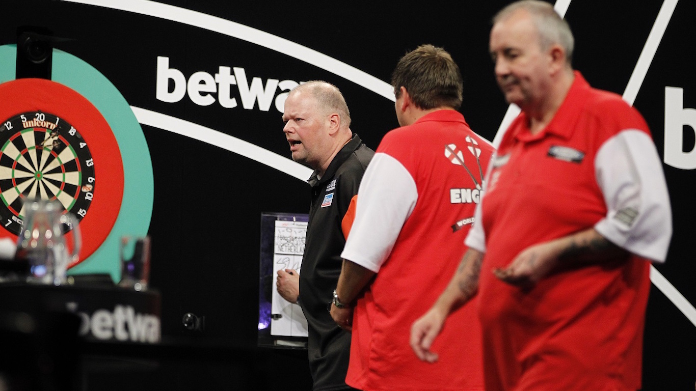 BETWAY WORLD CUP OF DARTS 2016 EIS SPORTS HALLE,FRANKFURT,GERMANY PIC;LAWRENCE LUSTIG FINAL ENGLAND(PHIL TAYLOR & ADRIAN LEWIS) V NETHERLANDS(RAYMOND VAN BARNEVELD & MICHAEL VAN GERWEN)
